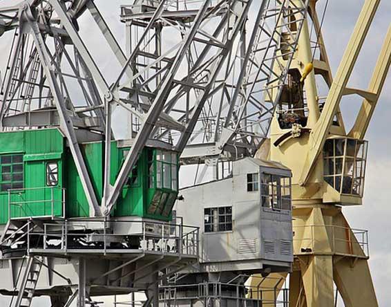 hydraulic crane servicing