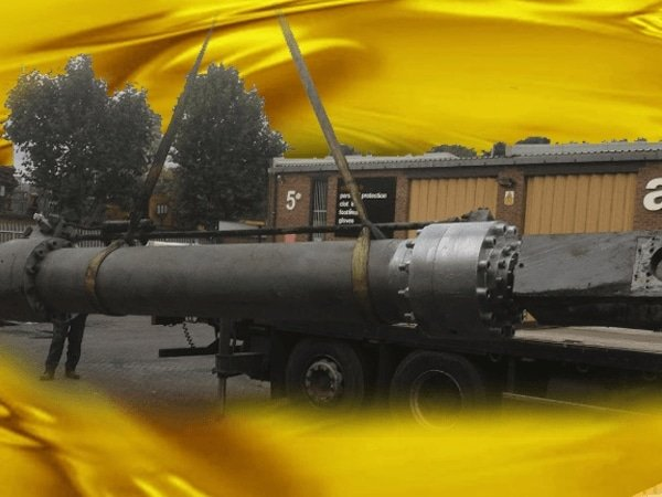A Giant Hydraulic Ram. No Job Is Too Small. We Cater For Rams Of Any Size.